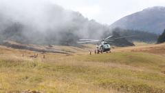 飛越雪山峽谷 過冬物資運抵西藏邊防哨卡