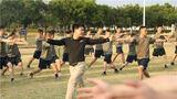 邀请地方专业教练进行体能训练示范