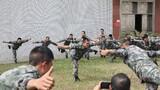 军体专家现场示范军体训练动作