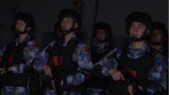 海軍第三十六批護航編隊開展夜間海上實彈射擊訓練