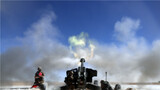近日,新疆军区某炮兵旅在海拔5200米的雪域高原,围绕精确打击、多弹种协同等训练课目,组织官兵进行实弹射击考核,在滚滚硝烟中,全面检验炮兵分队实战化作战能力。