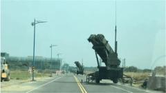 """""""爱国者""""导弹发射车开进台湾市区 杜文龙:对民众示强 对美国示弱"""