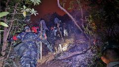 肇慶羚山突發山火 武警官兵緊急馳援