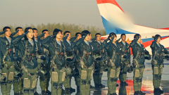 帥!直擊戰斗機女飛行員首次單飛!