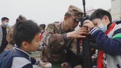 西藏军区某运输旅开展军营开放日活动