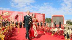 """火箭军某部举办""""情定军营·爱在客都""""集体婚礼"""
