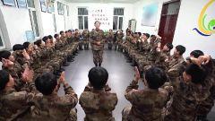 陆军第79集团军某旅:用思想政治教育助力新训女兵化茧成蝶
