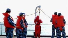 海軍學員登上鄭和艦開展海上實習訓練