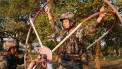 憑著韌勁堅持旋轉300多圈 班長用實際行動激發新兵訓練熱情
