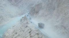 風雪川藏線 翻山越嶺為邊防運抵冬囤物資