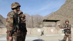 新疆军区某部开展拟选改士官军事考核