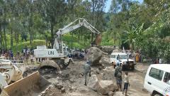 剛果(金):突發泥石流 中國維和工兵分隊緊急馳援搶通道路