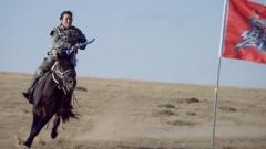 逆轉不利形勢 女騎兵展現高超壓馬技巧