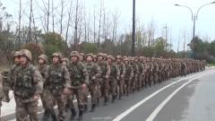 陆军第72集团军某新兵团组织野外拉练