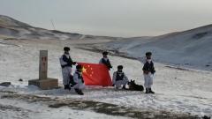 【新聞特寫】風雪邊關 邊防官兵踏雪巡邏
