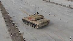 """訓練陷入僵局 昔日的""""極速英雄""""駕駛坦克竟有些畏首畏尾"""
