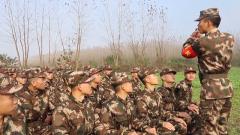 武警湖南總隊新兵團某大隊開展新兵手榴彈實投訓練
