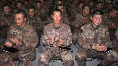 陸軍第71集團軍某部:退役老兵報告會激勵官兵逐夢前行