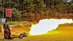 廣西南寧:武警官兵開展噴火器實噴訓練