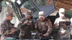 西藏軍區某工化旅退伍老兵向留隊戰友傳授經驗