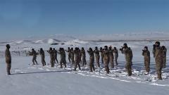 新疆塔城:新兵開展首次冬季野營拉練