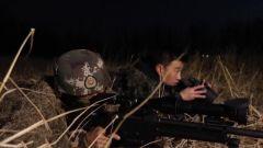 """凌晨低溫 漫長潛伏 記者體驗特戰狙擊手""""狩獵射擊""""手都凍腫了"""