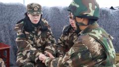武警安徽總隊某新兵團嚴密組織手榴彈實投訓練