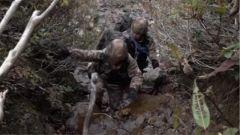 跟隨巡邏官兵攀爬近70度濕滑陡坡 記者感慨:這段經歷格外難忘