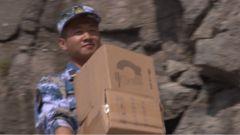 補給物資抵達佘山島 官兵笑著說:這是我們全島最熱鬧的一天