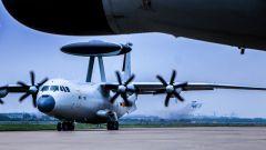 从日出东升到月落星沉  海军航空兵飞行训练连续不间断