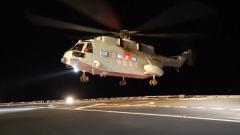 海军航空大学某团组织舰载直升机飞行教官昼夜间着舰考核