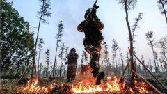 燃爆!武警上海总队机动某支队极限训练现场火光四射