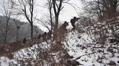 【軍味冬至 極限練兵】頂風冒雪 特戰隊員雪野錘煉反恐硬功