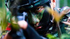 酷!特战队员极限训练淬炼成钢