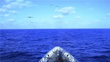 """大海,千頃碧波、萬簇浪花。一張張唯美、平靜的畫面,讓你感受不一樣的風景,那是水兵的血性與忠誠。戰場上敢于以命相搏,源于訓練場上的千錘百煉。聽,汽笛聲響,戰鼓齊擂;看,戰艦啟航,破浪遠征,訴說著水兵一次次戰風斗浪,一回回亮劍深藍。當夜幕降臨,華燈已然,水兵們仍然用目光緊盯著海天之間。因為那片海,不止波濤洶涌,更有暗流激蕩。水兵們早已把""""隨時能出動、隨時為打贏""""的意識刻在腦海里。歲月靜好,山河無恙,守衛祖國,讓人民永遠安康。水兵們牢記使命,不負重托,正以昂揚的姿態邁向新征程。下面,一組光和影,帶你感受南海水兵踏浪蹈海的熱血豪情!圖為開赴訓練海域。"""