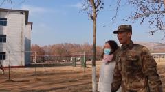 帶著心愛的女孩逛軍營 奉永鑫靦腆地說:我很優秀的