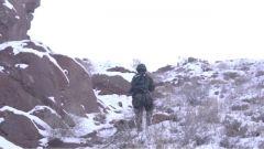 浮土 积雪 滚石 新队员想要完成冬季山地攀登并不容易