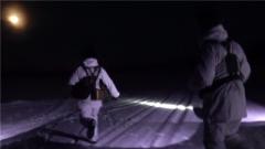 零下30摄氏度巡逻路上 突发情况让大家警觉起来