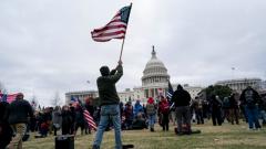 """美国国会遭暴力冲击·日本《每日新闻》社论 所谓""""民主大国""""的巨大历史污点"""