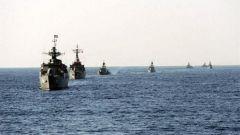 伊朗举行海上阅兵 数百舰艇参加