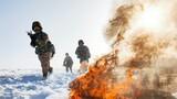 抓好冬训,真打实备砺精兵,就是让官兵把实战化思想立起来,在冰天雪地里用血性磨砺出打赢的利刃,做到不分季节、不论寒暑,召之即来、来之能战、战之必胜。下面让我们通过一组照片近距离感受官兵斗志昂扬的冬训风采。图为新疆阿勒泰军分区在零下34℃的极寒天候下开展实战训练。