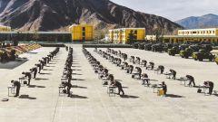 """西藏军区某炮兵旅开展""""开训周""""创破纪录比武"""