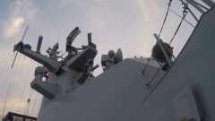 海军秦皇岛舰组织实弹射击训练
