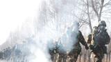 近日,武警青海总队某支队开展冬季野营大拉练,他们全程融入战术背景,区分单兵战术和分队战术,提高部队实战能力。