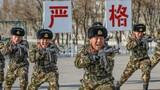 """近日,武警新疆总队吐鲁番支队在零下10℃的训练场组织官兵展开擒拿格斗训练,激发官兵""""有我无敌、血战到底""""的勇士精神。"""