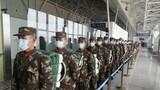 有序排队进入机场