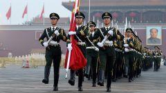 解放军报评论员:推动军官制度平稳转换过渡
