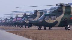 【新春走军营】记者体验武装直升机起降飞行训练