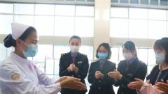 福建漳州:军队医务人员为春运旅客提供义诊服务