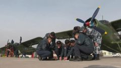 """空军某运输搜救团一大队:西部上空播撒绿色的""""神鹰"""""""